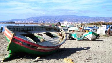 Barcas de pesca en la playa de El Alquián