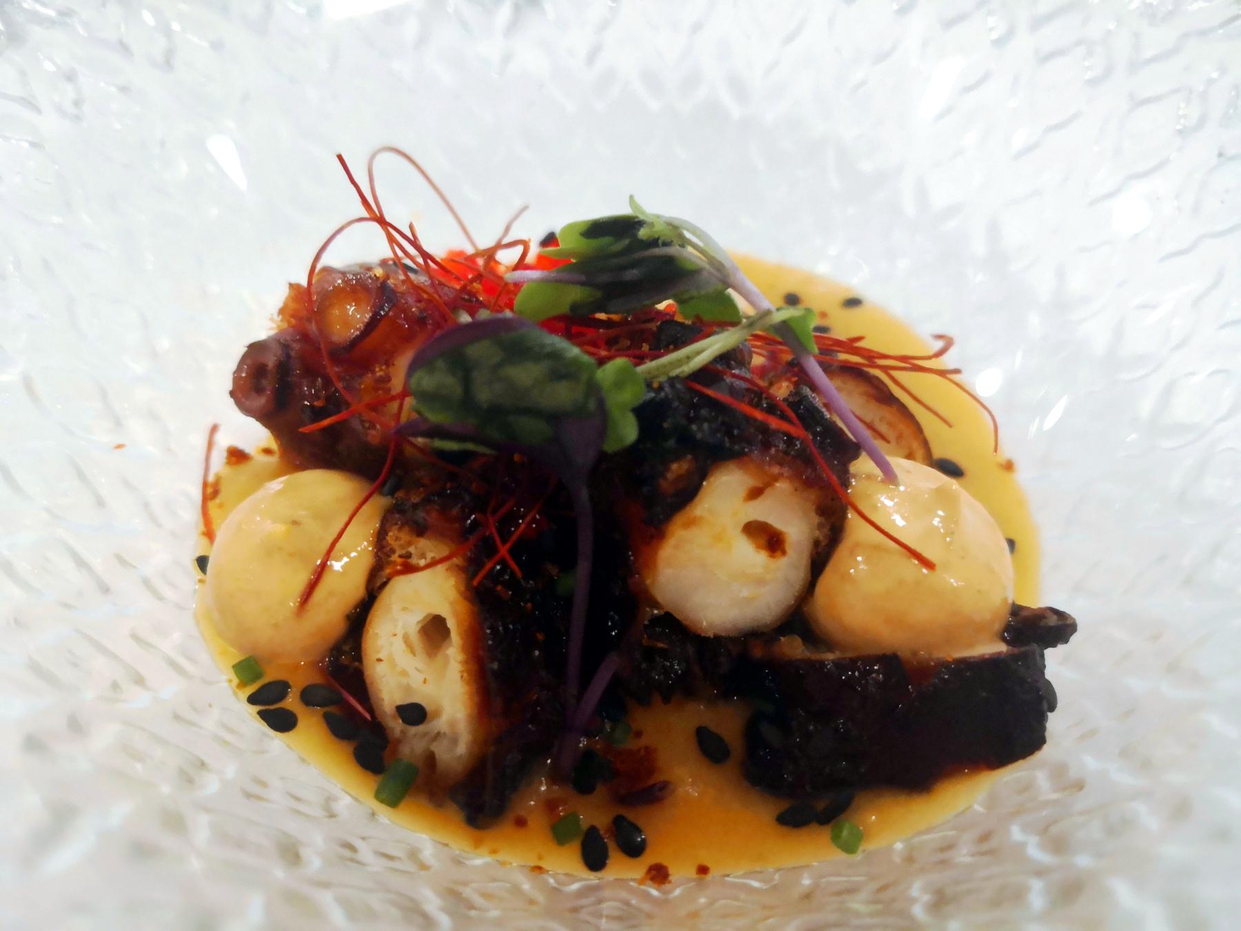 Pulpo seco con salmorejo de tomates secos - Restaurante Travieso